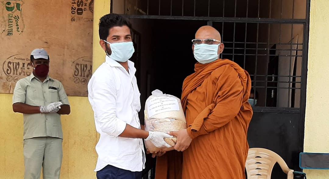 Bhadant Dhammanag & SBSS volunteers donated this essential food packet to needy people.