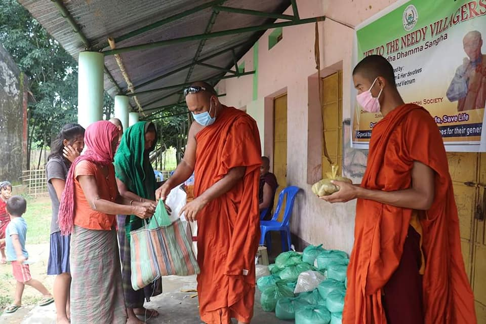 Food distribution by Ven Khemachara WAB Vice President organised by Dhamma Dipa School to different villagers in period Covid-19