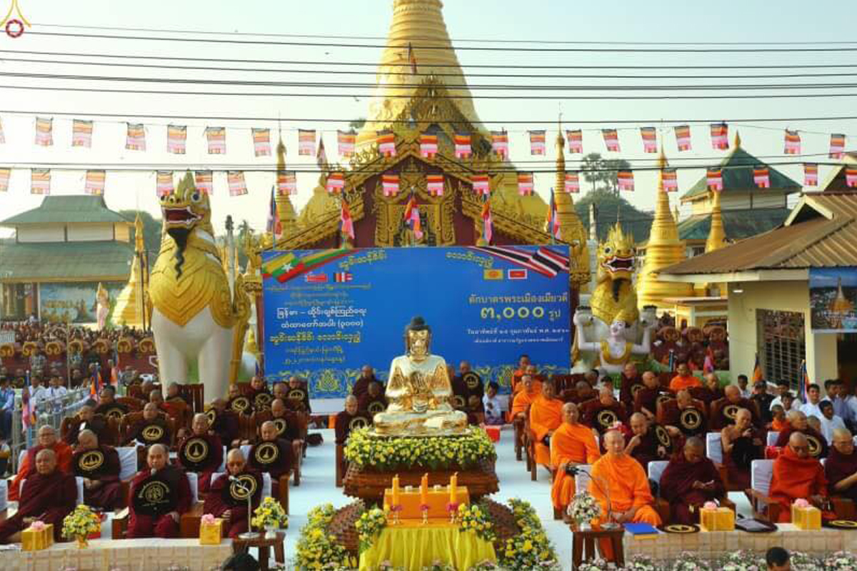 The historical alms offering event to 3,000 monks took place in Shwe Myin Won Pagoda in Myawaddy